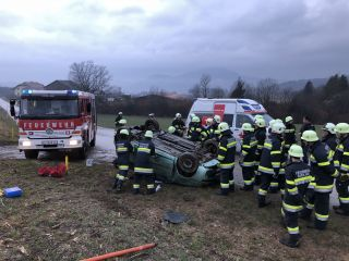Schwerer Verkehrsunfall L86 Höhe Possau (Marktgemeinde Maria Saal)