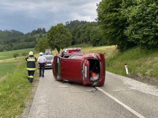 Aufräumarbeiten nach Verkehrsunfall Magdalensberg Straße